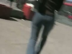 Sexy babe in tight jeans caught on candid street cam