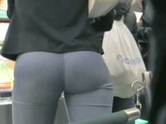 Street candid video of an amazing-looking huge fanny
