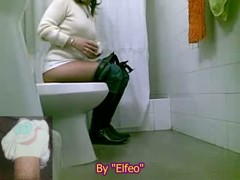 Hot Asian girl filmed pissing in the toilet