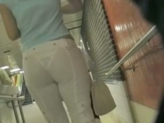 Awesome round ass in tight jeans filmed in public