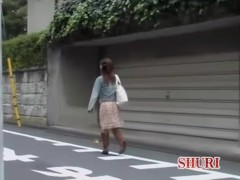 Cute Japanese gal in a kinky ourdoor sharking video
