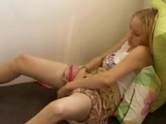 Girl loses control of her body masturbating!