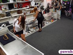 Huge ass amateur brunette babe pounded at the pawnshop