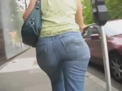 PAWG Booty with wide hips and nice movement
