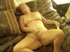 Older lady cums with vibrating big O