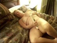 Older lady cums with vibrating agonorgasmos