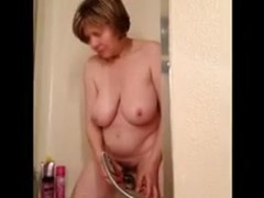 Mature I'd Like To Fuck Marie showerbating and cumming for u