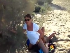 The wife has some dogging pussy eating action with a stranger in the dunes