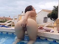 Lucy Juicy Spermaspiele am Pool