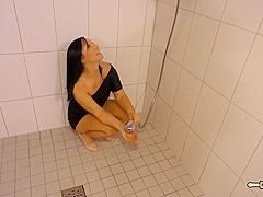 Hausfrau Ficken - Amateur German babe screams loudly as she humps a big dick in the shower