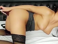 Busty camgirl Lexidaimond play with dildo