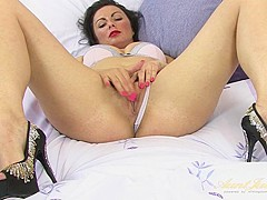 Roxanne Cox in Masturbation Movie - AuntJudys