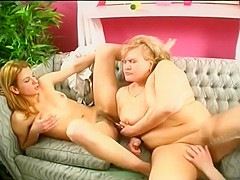 Horny Lesbian Threesome With A Bbw Fucking And Sucking Toy