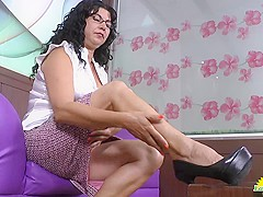 LatinChili mature latina Lucia playing