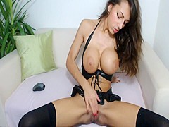 webcam girl does it well 2