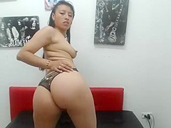 Hispanic girl shakes her ass on webcam