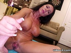 Simone G: Muscle Milked- Over40Handjobs