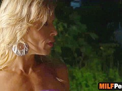 Busty cougar in reverse cowgirl cockride