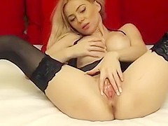 She gave a very hot solo masturbation show