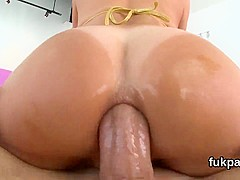 Exceptional beauty presents massive bum and gets anus banged