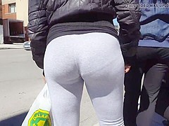 Candid pawg college girl bubble butt in grey leggings
