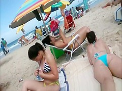 Beach voyeur films woman's asses in bikini