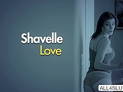MILF Makayla gets seduced by Shavelle