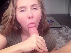 This chick has a passion for sucking dick