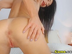 Naughty Pretty Babe Loves to Play her Pussy