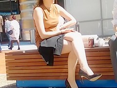 Business lady on lunch break - CANDID LEGS