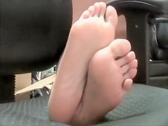 Distinctive Lady Shows Off Her Irresistible Little Feet For