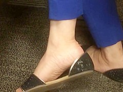 sexy shoeplay sandals au bureau