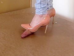 Cockplay and fullweight cockcrush under plexi with sexy heels and cumshot