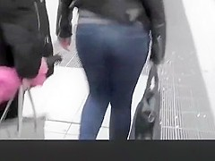 Teen with nice ass walking in the street