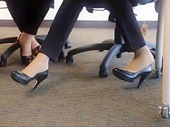 Candid heels shoeplay in nylons au bureau 1