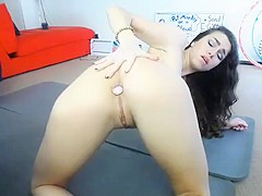 Hot Babe CL puts a plug in her ass and fucks her pussy