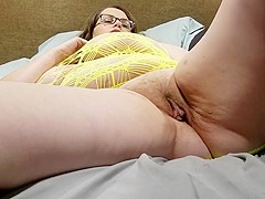 Late night fuck and creampie quicky