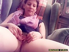 She Opens The Legs And Take The Load