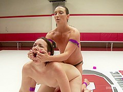 Wenona The Gymnast Take On Amazon 'wonder' Pink In Erotic Wrestling - Publicdisgrace
