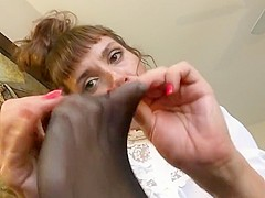 Mommy suck her nylon toes