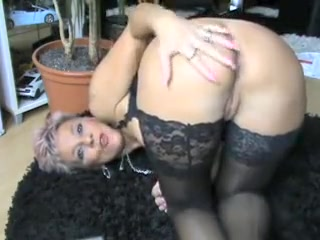 Hot Mature Woman Shows Her Nice Ass on Camera