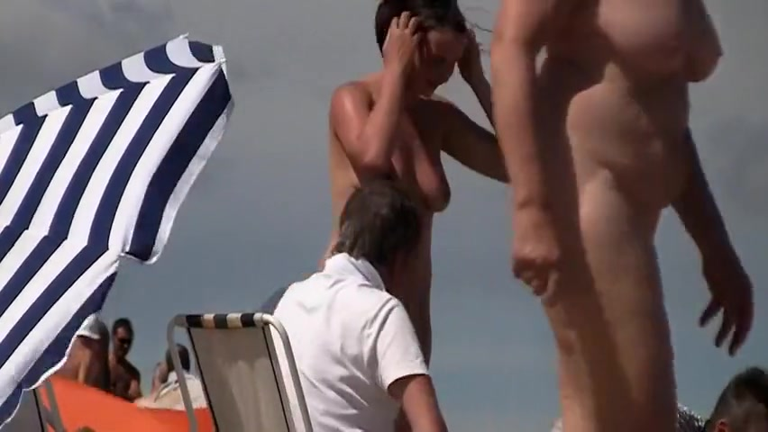 Nudist voyeur France amateur French nudist couples at the beach
