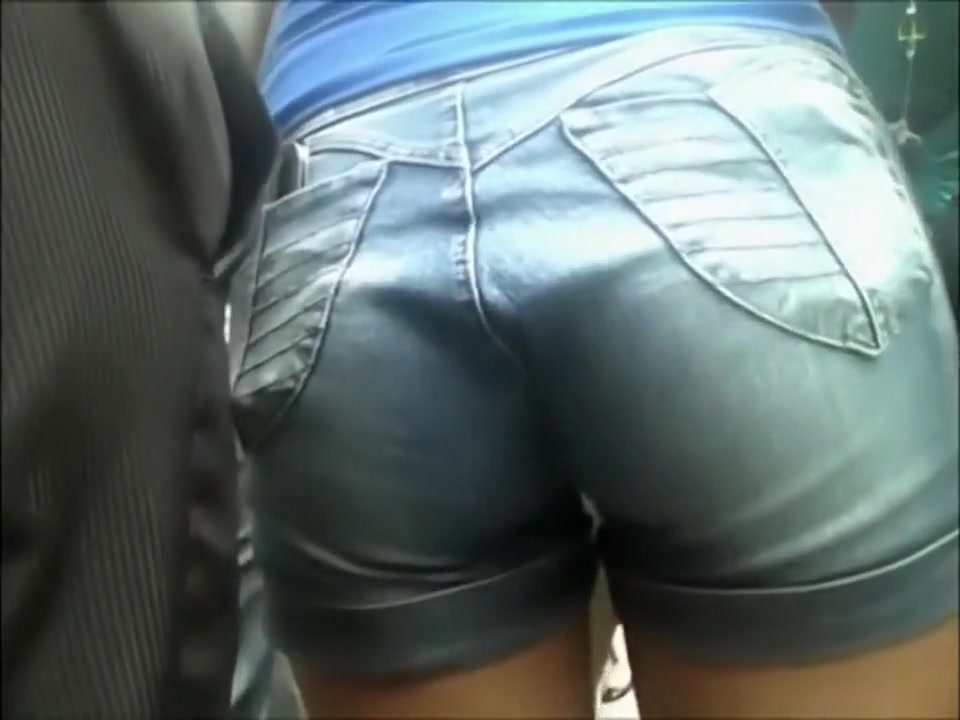 Nice butt in a pair of denim shorts
