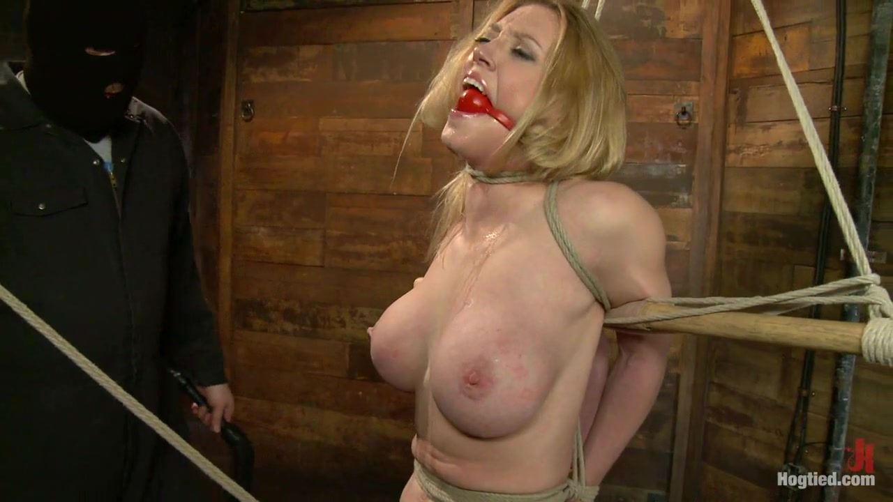Ivy aura showing delicious gaping pussy