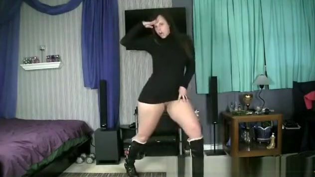 PAWG dances for her boyfriend