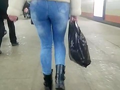 Nice round ass in tight jeans in winter another day