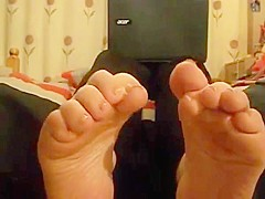 Sniff this cute british thick soles and toes