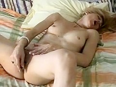 Amateur masturbating before she gets to go to work on relieving sexual tension