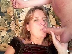 Jongeman laat schoonmoeder neuken