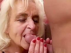 Sylvia's moeder laat zich keihard neuken